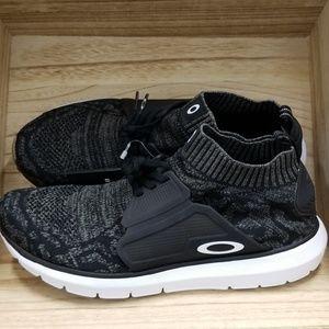 New Oakley Mens Stride Running Sneaker Jet Black